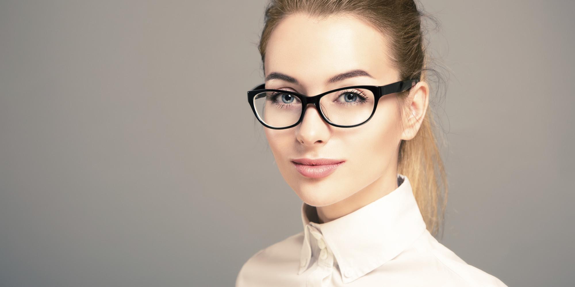 woman-in-black-glasses